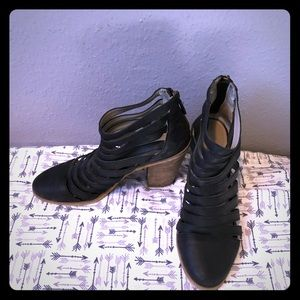 Hinge Dresden Caged Booties Size 8.5